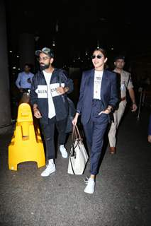 Virat Kohli and Anushka Sharma snapped at Mumbai Airport!