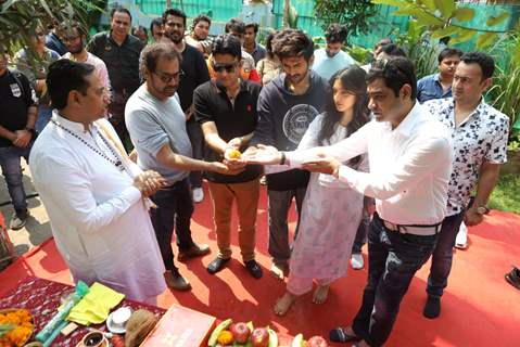 Kartik Aaryan, Kiara Advani and Anees Bazmee at the mahurat shoot of Bhool Bhulaiyaa 2!