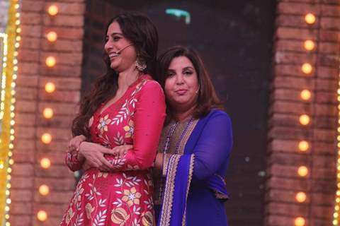 Tabu and Farah on sets of Movie Masti with Maniesh Paul