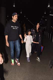 Abhishek, Aishwarya and Aaradhaya papped at the airport