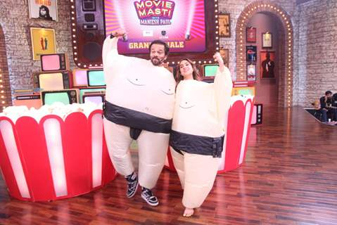 Rohit Shetty and Sara Ali Khan on the sets of Movie Masti with Maniesh Paul