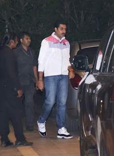 Abhishek Bachchan picks up Aishwarya Rai Bachchan and daughter Aaradhya Bachchan from Srcc Hospital after an event!