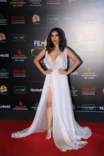Sophie Choudry papped at the Red Carpet of Filmfare Glamour and Style Awards 2019