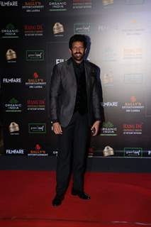 Kabir Khan papped at the Red Carpet of Filmfare Glamour and Style Awards 2019
