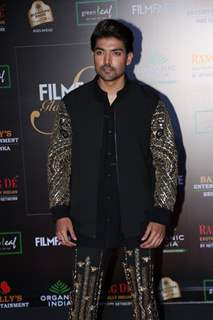 Gurmeet Choudhary papped at the Red Carpet of Filmfare Glamour and Style Awards 2019