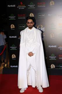 Ayushmann Khurrana papped at the Red Carpet of Filmfare Glamour and Style Awards 2019