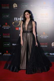 Divya Khosla Kumar papped at the Red Carpet of Filmfare Glamour and Style Awards 2019