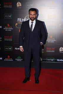 Saif Ali Khan papped at the Red Carpet of Filmfare Glamour and Style Awards 2019