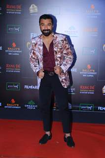 Ajaz Khan papped at the Red Carpet of Filmfare Glamour and Style Awards 2019