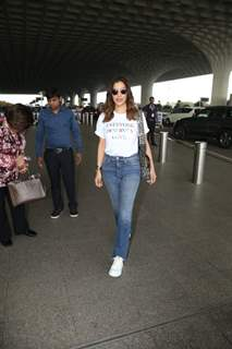 Sophie Choudry papped at the airport