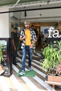 Hrithik Roshan papped outside Farmers Cafe