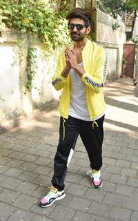 Kartik Aaryan snapped outside his dance class