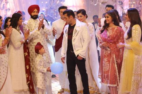 Salman Khan on the sets of Vidya and Choti Saardaarni