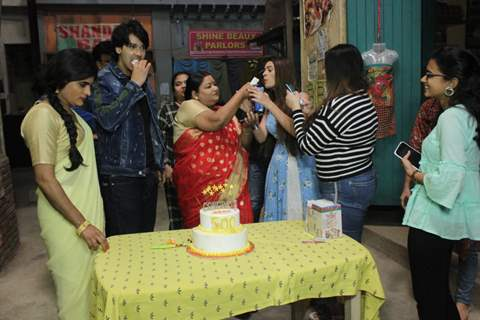 Hiba Nawab, Nikhil Khurana, Raashi Bawa and the cast of Jija ji Chhat Par Hai