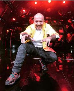 Vishal Dadlani auctions his jackets for education of street kids!