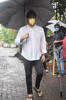 Vivek Oberoi attends Sushant Singh Rajput's Funeral pictures!