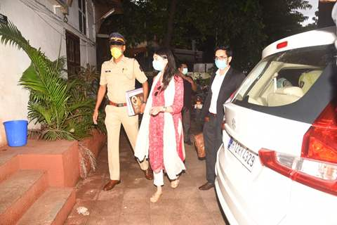 Sanjana Sanghi visits Bandra Police station with her Lawyer!