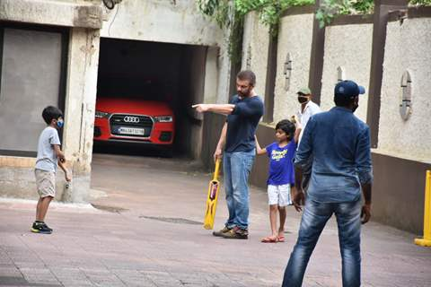 Sohail Khan snapped playing cricket
