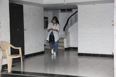 Ileana D'Cruz spotted outside dentil clinic in bandra