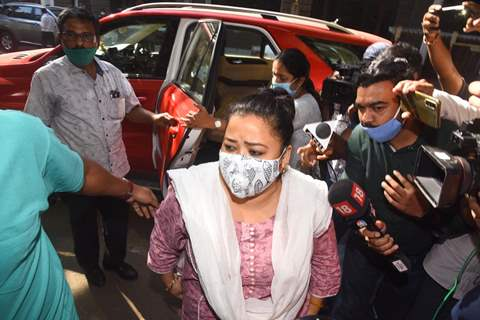 Bharti Singh and Husband Haarsh Limbachiyaa arrive at NCB office