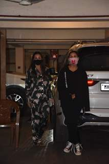 Malaika, Amrita and Karisma spotted arriving at Kareena Kapoor's residence