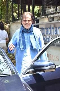 Senior actor Sanjay Khan snapped at a clinic in Juhu