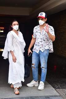 Soha Ali Khan and Kunal Kemmu spotted in Bandra