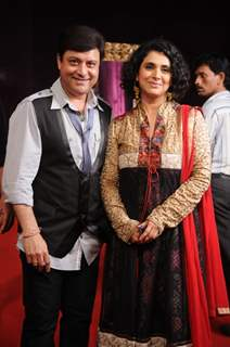 Sachin & Supriya Pilgaonkar at STAR Parivaar Awards 2010