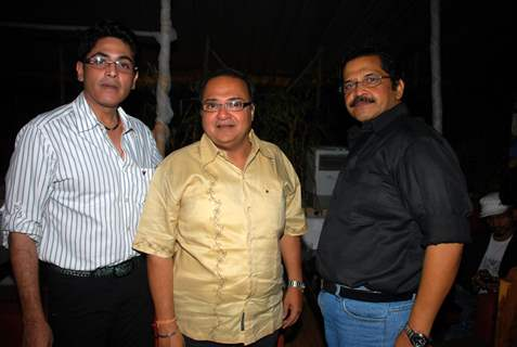 "Asif Sheikh, Rakesh Bedi and Tiku Talsania at the success bash of ""Yeh Chanda Kanoon Hain"""