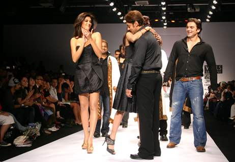 Bollywood Star Salman Khan and Sushmita Sen with the designer Sanjana Jon at the Wills Lifestyle India Fashion Week in New Delhi on Sunday 25 Oct 2009