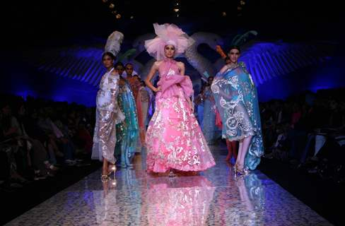 Models showcasing designer Suneet Verma''s creation at the Wills Lifestyle India Fashion week in New Delhi on Tuesday 27 Oct 2009