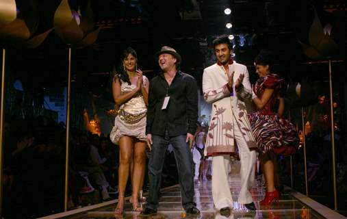 Bollywood stars Katrina Kaif and Ranbir Kapoor with the designer Rohit Bal''s grand finale at the Wills Lifestyle India Fashion Week in New Delhi on Wednesday night 28 Oct 2009