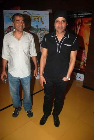 Manoj Bajpai and Asif Basra at Premiere of Dus Tola at Cinemax, Mumbai