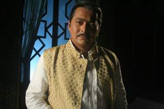 Rupesh Chauhan as Bharati Father