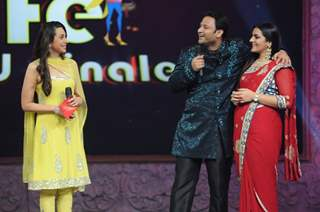 Karishma Kapoor with participants in Grand Finale of Wife Bina Life