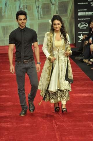 Yuvraj Thakur and Abigail Jain walk on the ramp for Gitanjali Jewellers at IIJW in Mumbai