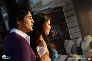 A still of Tena Desae with Rajeev Khandelwal from the movie Table No. 21