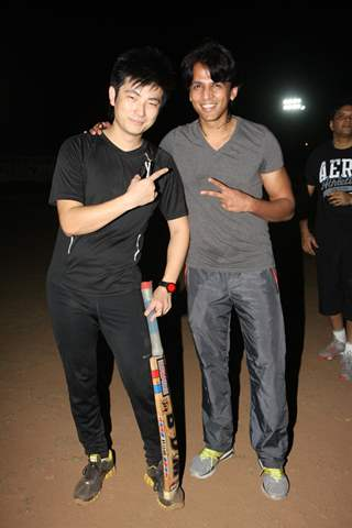 Meiyang Chang and Abhijeet Sawant at Singers Cricket Match