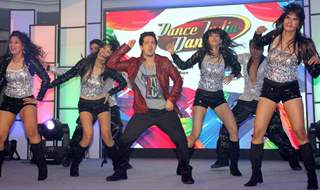 Mudassar Khan performs at the Launch of Dance India Dance Season 4