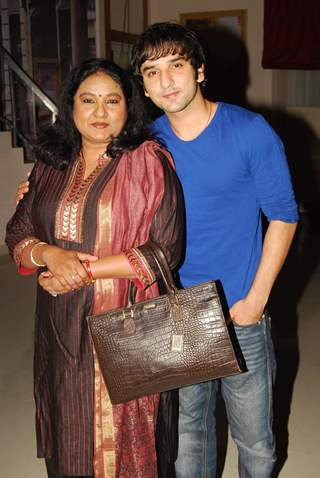 Vibha Chibber with son Puru Chibber at the get together for Aur Pyar Ho Gaya