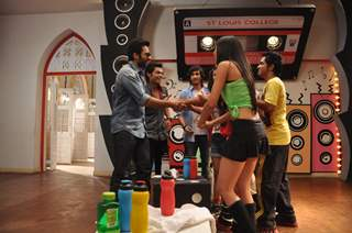 Jackky Bhagnani Promotes 'Youngistaan' on  Dil Dosti Dance