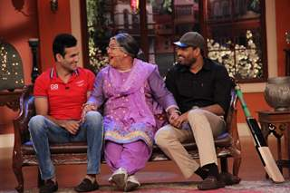 Irfan and Yusuf Pathan chatting with Dadi