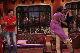 Dadi Kisses Yusuf Pathan In Comedy Nights With Kapi