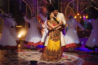 Toral Rasputra and Siddharth Shukla perform at Jahsn-e-Eid