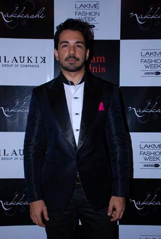 Abhinav Shukla poses for the media at Vikram Phadnis Bash