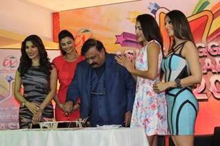 Cake cutting at the Country Club Press Conference