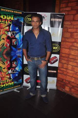 Abhijeet Sawant poses for the media at Sonu Nigam and Bickram Ghosh's Album Launch