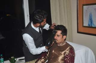 Amit Sareen gets ready at Smile Foundation Charity Fashion Show with True Fitt and Hill Styling