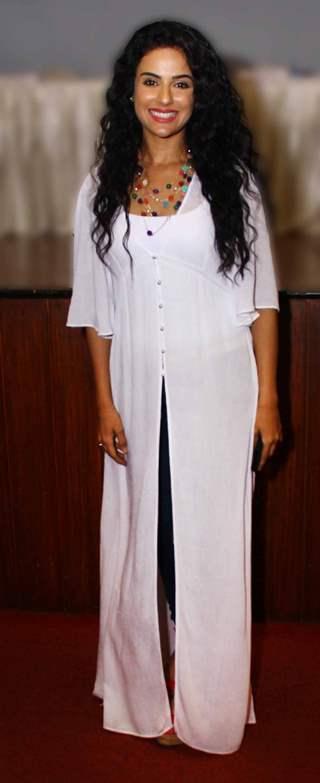 Saraa Khan poses for the media at Sindhi Awards