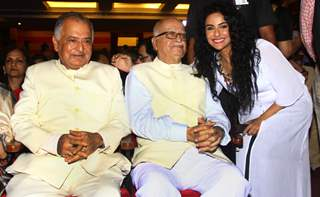 Saraa Khan poses with L. K. Advani at the Book Launch Event